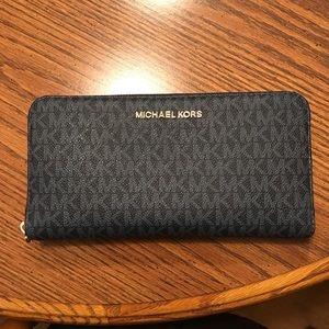 Michael Kors Jersey XL Travel Wallet
